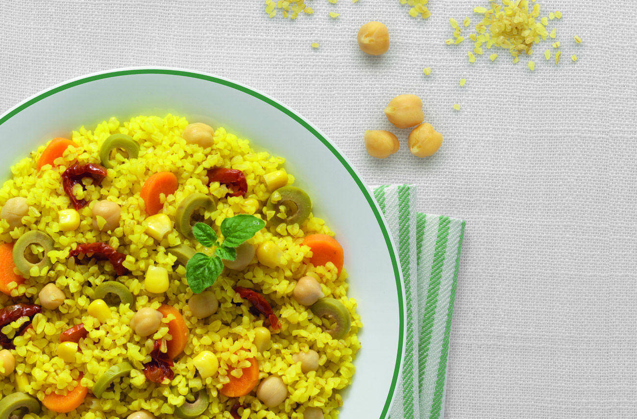 Bulgur salad with chickpeas and vegetables