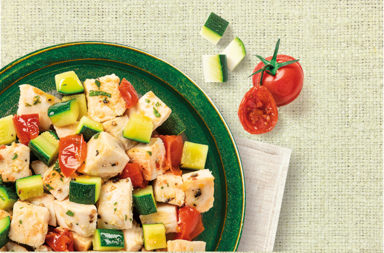 Chicken & veggie salad with zucchini and tomatoes