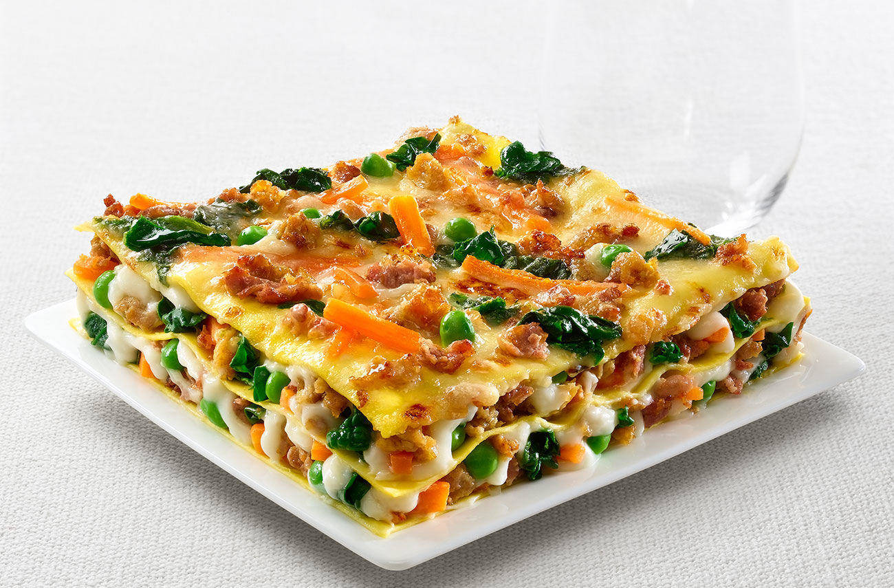 Light lasagne made with barley flour and chicken bolognese sauce